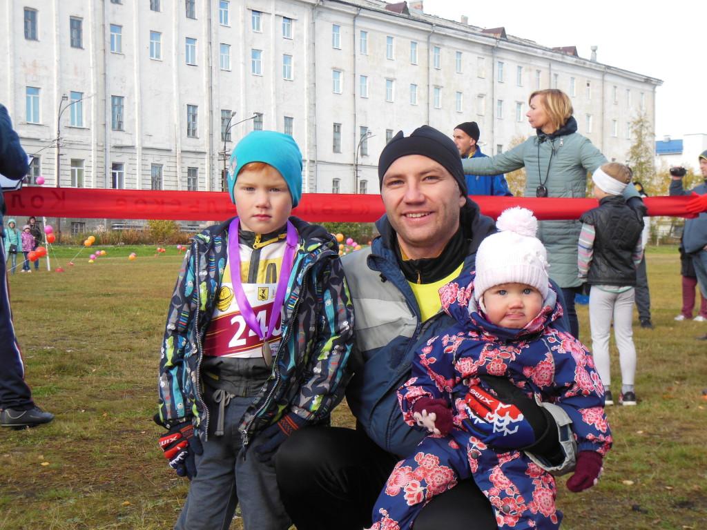 Александр Рогут с детьми. Тимофей – уже с медалью!
